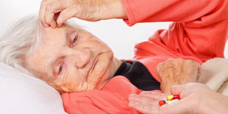 Tabletten für alte Frau