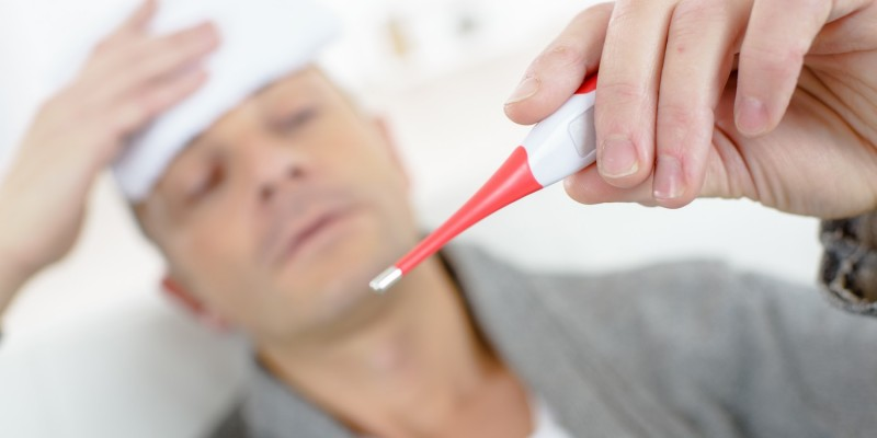 Betroffene bekommen zunächst Fieber und Kopfschmerzen