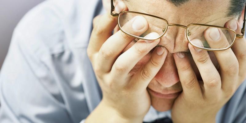 Betroffene leiden unter Kopfschmerzen und Abgeschlagenheit