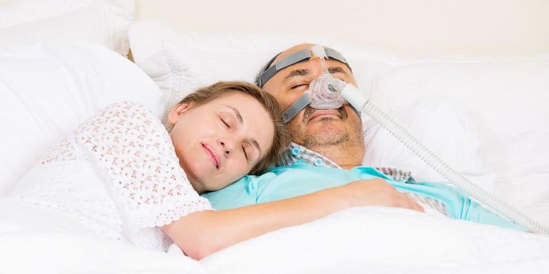 Ursache ist meist eine Erschlaffung der Schlundmuskulatur