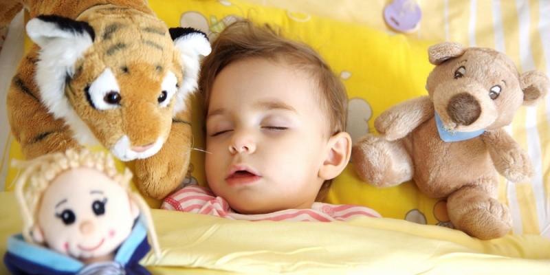 Bei Scharlach gilt Bettruhe und das Kind von anderen Kindern fernzuhalten