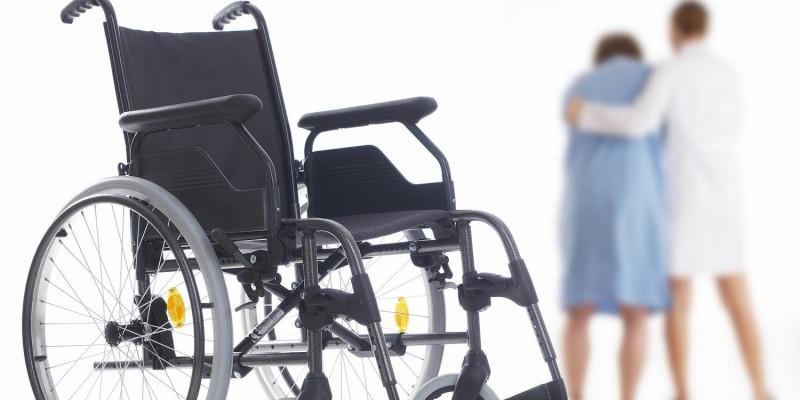 Ein schwerer Schlaganfall kann zur Pflegebedürftigkeit führen