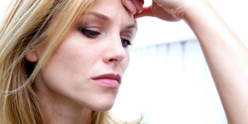 Zu Beginn können Symptome wie Konzentrationsschwäche und Ermüdung auftreten