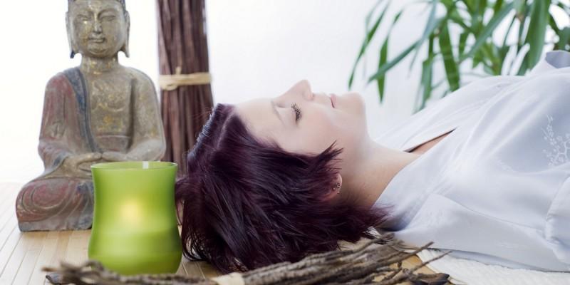 Entspannungsübungen können die Migräne positiv beeinflussen