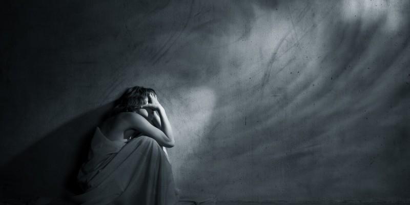 Während einer Migräneattacke bevorzugen Betroffene meist Dunkelheit und Ruhe