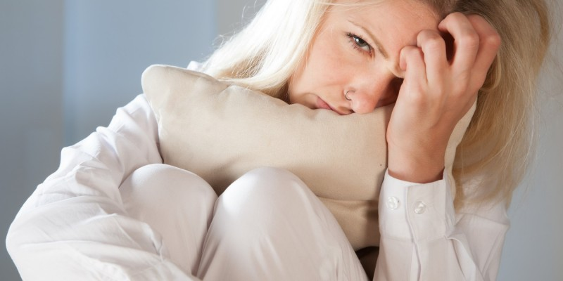 Die Krankheit beginnt mit Mattigkeit und Bauchschmerzen