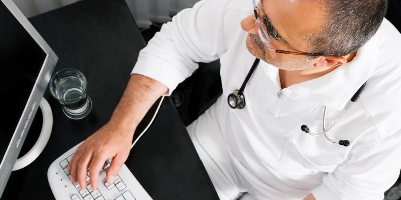 Der HNO-Arzt stellt die Diagnose