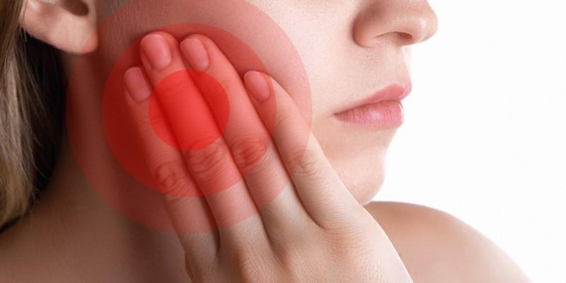 Zahnschmerzen kündigen eine Karieserkrankung an