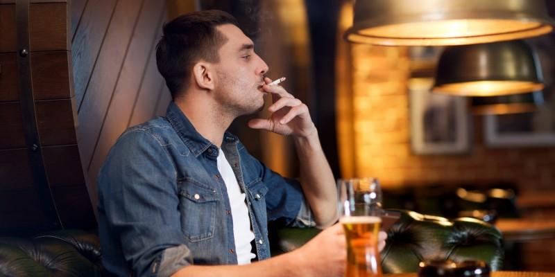 Rauchen und Alkoholkonsum erhöhen das Risiko für Kehlkopfkrebs