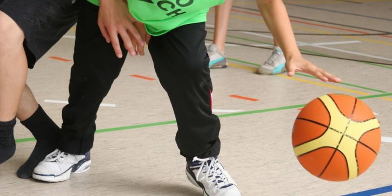 Bei Jugendlichen ist ein Sportunfall meist die Ursache für die Hodentorsion