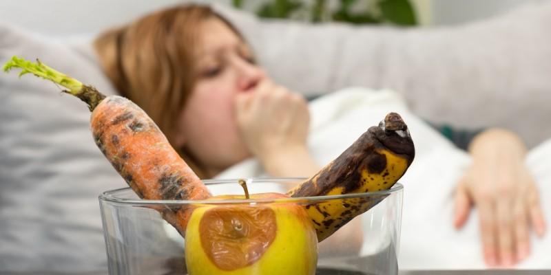 Übelkeit nach dem Verzehr verdorbener Lebensmittel