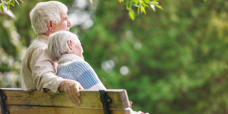Vergesslichkeit und auch Demenz treten besonders im Alter auf