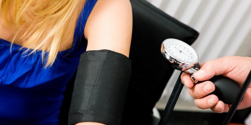 Auch der Blutdruck kann Einfluss auf Schwindelattacken haben