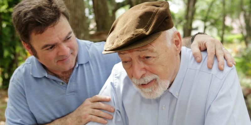 Alter Mann mit Muskelschwäche