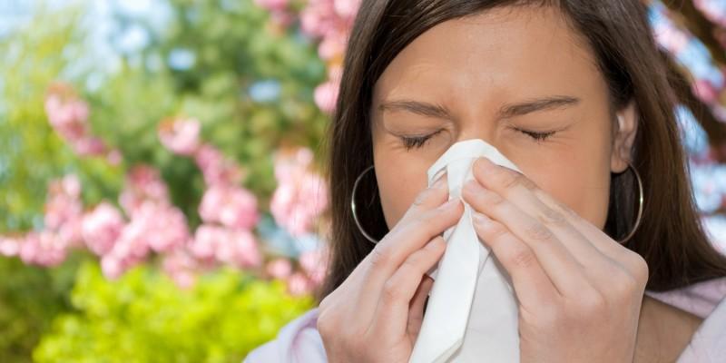 Erkältungen und Allergien können zu tränenden Augen führen