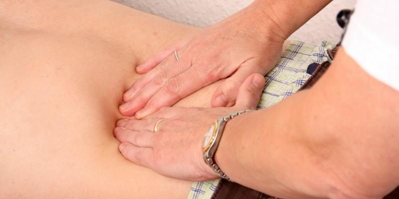 Abtasten des Bauches