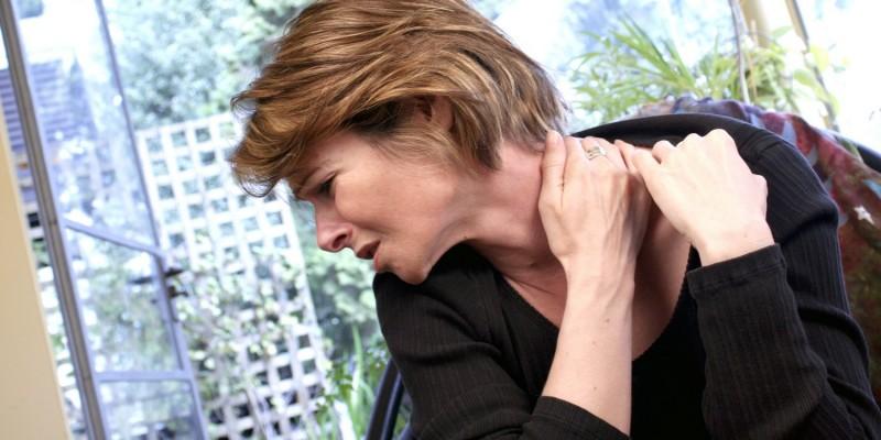 Nackenschmerzen belasten den Arbeitsalltag