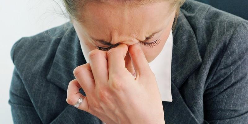Unter den Schlafstörungen leidet meist auch der Berufsalltag