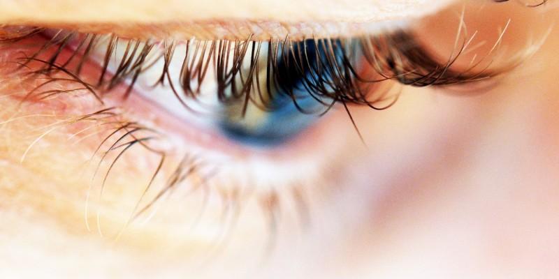 Bei der Blendungsempfindlichkeit reagieren die Augen empfindlich auf Licht
